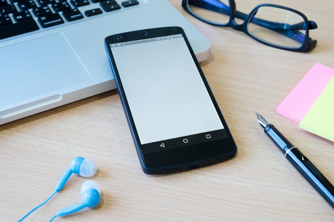 La comunicazione telefonica nell'era digitale: Cos'è e come funziona il VOIP Designed by ijeab / Freepik